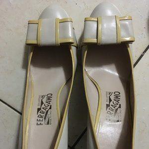 Ferragamo Creamy White Bow High Heel 6.5 99% new